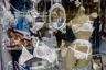 Когда Морван работал над серией «Анархия в Соединенном королевстве», в Лондоне и его пригородах вспыхивали беспорядки на расовой почве, активизировалась новая волна субкультуры скинхедов-нацистов, а обеспеченные британцы тем временем были захвачены роскошной свадьбой принцессы Дианы и принца Чарльза.