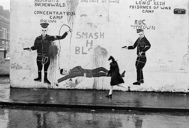 В 1981 году француз Жиль Фавьер отправился в Северную Ирландию в поисках эха конфликта 1960-х. Работу над серией фотографий, получившей название «Белфаст», Фавьер начал после смерти Бобби Сэндса, активиста и члена Временной Ирландской республиканской армии, который умер в британской тюрьме в результате голодовки. Смерть Сэндса, требовавшего, чтобы власти относились к нему и его товарищам как к политическим заключенным, вызвала массовые беспорядки на севере Белфаста.