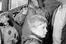 Начиная с 1980-х британец Кен Грант посвятил себя фотографированию обывателей Ливерпуля, в котором он родился в 1967 году. Частые персонажи его снимков — футбольные фанаты, завсегдатаи маленьких баров, подростки, гоняющие мяч на пустырях. Название его выставки — A Topical Times for these times — отсылка к названию старого британского еженедельника Topical Times, посвященного в основном футболу.