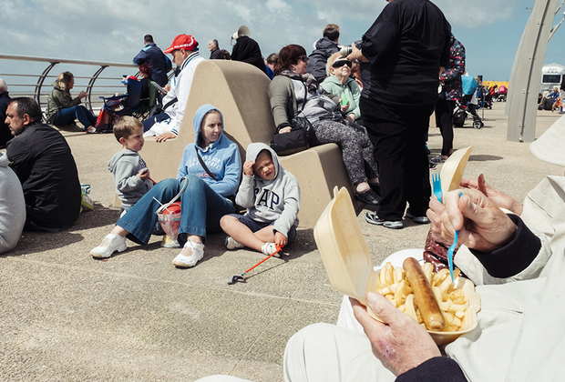 Представители рабочего класса посещают Блэкпул со своими семьями в летние праздники со времен Промышленной революции — в городе всегда можно найти, где дешево развлечься.