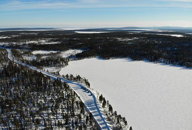 Путь до финской границы — приятный и комфортный: машин почти нет, а дорога на удивление есть, и вполне неплохая