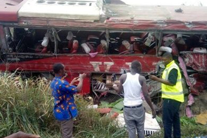 Лобовое столкновение африканских автобусов убило 70 человек