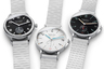 Немецкая марка из Гласхютте представила свои часы-бестселлер Tangente Sport neomatik в черной и белой версии циферблата, Club Sport neomatik — в черной. Корпус и браслет новинок — бескомпромиссно-белые.