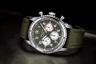 Хронограф из новой линейки Breitling Aviator 8 Curtiss Warhawk Editions оснащен мануфактурным механизмом Caliber 01, точность хода которого подтверждается сертификатом COSC. Дизайн модели выдержан в винтажном стиле военных часов 1930-1940-х годов.