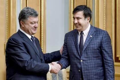 Петр Порошенко (слева) и Михаил Саакашвили в 2015 году