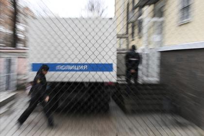 Российские подростки избили прохожего и изнасиловали его жену