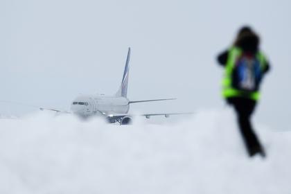 В летевший в Сочи самолет ударила молния