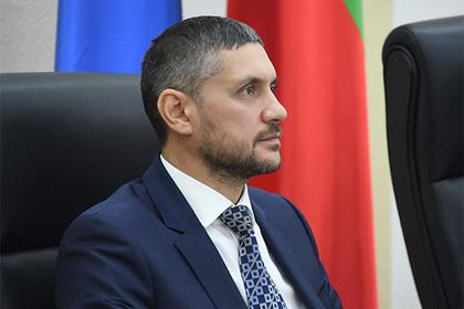 Прослезившийся из жалости к россиянам губернатор уволил трех министров