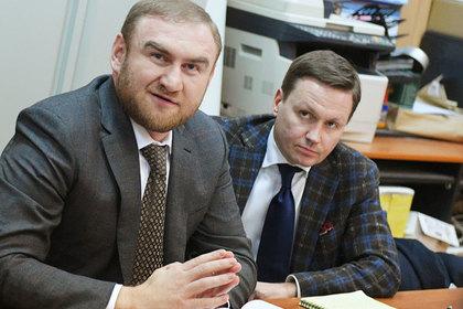 Рауф Арашуков и адвокат Евгений Устин (справа)