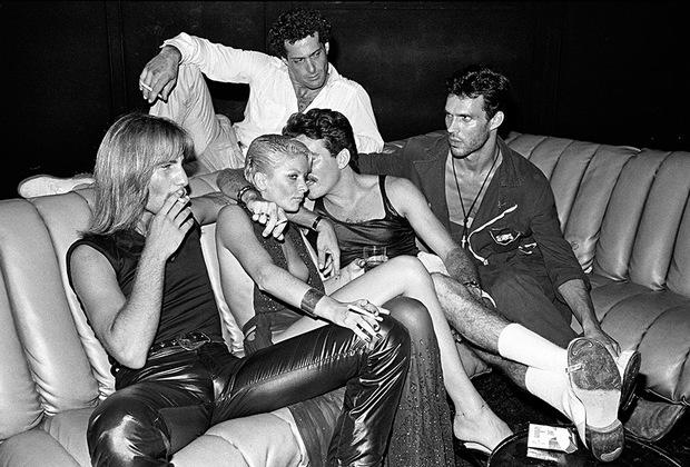 Начиная с 1960-х ночные клубы превратились в средоточие поп-культуры, поскольку архитекторы и дизайнеры, перед которыми при оформлении этих заведений ставилась задача сделать его уникальным и запоминающимся, могли дать волю своему воображению.