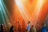 На «Ночной лихорадке» представлены кадры не только с американских и европейских вечеринок. В частности, клубную культуру Китая представляет фотограф Чей Вей. Этот снимок был сделан в одном из клубов Шанхая в 2013 году.