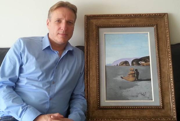 Артур Бранд с похищенной картиной Сальвадора Дали «Отрочество»