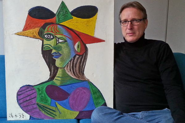 Артур Бранд с найденной картиной Пабло Пикассо «Бюст женщины»