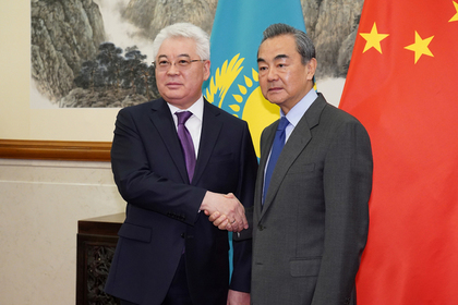 Бейбут Атамкулов и Ван И