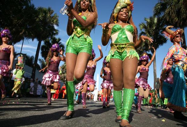 Участницы карнавала в Санто-Доминго.