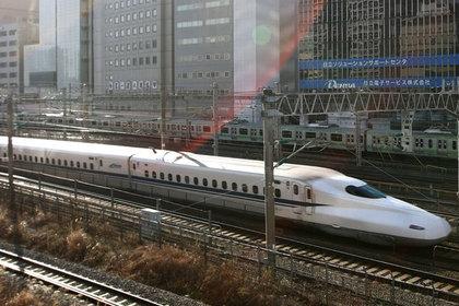 В Японии человек прыгнул под скоростной поезд и бесследно исчез