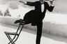В 1932 году в Швейцарии Эйзенштадт сделал знаменитую фотографию «Официант на льду». Действие происходит в Гранд-отеле в курортной коммуне Санкт-Мориц. Снимок был постановочным — Эйзенштадт специально поставил на каток стул, благодаря которому регулировал резкость изображения, и попросил официанта прокатиться мимо него.