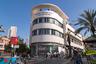 Один из самых известных — это «Белый город». В начале 30-х из Германии в Палестину из Дессау переехали Шломо Беренштейн, Арье Шарон, Шмуэль Мистечкин. По принципам баухаусовцев в Тель-Авиве было построено около трех тысяч зданий.