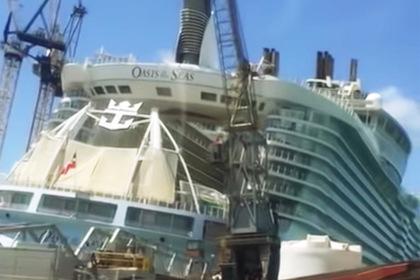 На один из крупнейших круизных лайнеров в мире рухнул кран