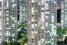 Жилые небоскребы в городе Инчхон. Обычно их строят чеболи — корейские мегакорпорации вроде Samsung, LG и Hyundai, которые контролируют заметную долю экономики страны. Входы в здания охраняются.