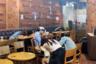 """По вечерам улицы корейских городов заполоняет пьяная молодежь. И это можно понять: как еще забыть о постоянном стрессе, который испытывают многие жители страны? По данным Euromonitor, каждую неделю средний кореец <a href=""""https://qz.com/171191/south-koreans-drink-twice-as-much-liquor-as-russians-and-more-than-four-times-as-much-as-americans/"""" target=""""_blank"""">выпивает</a> 13,7 порции спиртного. Россия с 6,3 порции в неделю лишь на втором месте."""