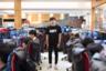 Сеул превратился в Мекку киберспорта еще в начале 2000-х. Принять участие в турнирах по онлайн-играм можно в огромных интернет-кафе, которые работают круглосуточно. Лучшие игроки зарабатывают миллионы долларов, а соревнования по Starcraft и League of Legends среди профессиональных геймеров транслируют в прямом эфире на телеканалах страны.