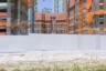 Сонгдо — новый город, построенный на осушенном болоте в 30 километрах от Сеула. Проект считается одним из самых дорогих в истории: на улицах планировали возвести интерактивные панели, позволяющие напрямую взаимодействовать с городскими системами, мусор из квартир должен был доставляться по пневмотрубам в хранилища, откуда отходы немедленно отправлялись бы на переработку. То, что нельзя использовать повторно, направлялось бы на выработку электроэнергии. Но сказку построить не вышло — правительству не хватило денег на претворение технологической сказки в жизнь, а зарубежные инвесторы не спешат вкладываться в утопичный проект.
