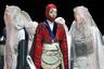 Дефиле российской дизайнерки Асии Бареевой больше напоминал театральное представление на некую абстрактно-ориентальную тему с подобиями мусульманских бурок, нежели показ одежды, претендующей на практичность.