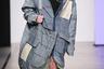 Итальянский бренд Vanta, участник показа Global Talents, продемонстрировал свое отношение к надвигающейся на человечество экологической катастрофе. Мужская одежда выглядела так, словно ее перешили из вторсырья, а модели выходили на подиум без обуви, в одних белых носках.