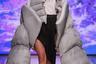 На показе H.A.R.D Школа дизайна НИУ ВШЭ стало ясно, что даже если молодые дизайнеры еще не вполне научились шить одежду, то с любовью к эпатажу и цитированию великих у них все нормально. В гипертрофированном пуховике читаются аллюзии и на Мартина Маржелу, и на Джайлса Дикона, и на Демну Гвасалию.