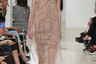 Бренд Ruban сестер-дизайнерок Алисы и Юлии Рубан решил показать зрителям всю изнанку портновского мастерства. Верх откровенности — полупрозрачное платье-комбинация, напоминающее кальку с разметкой лекал.