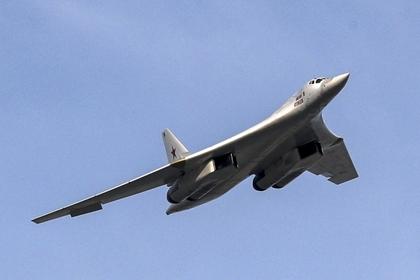 Минобороны показало видео полета Ту-160 над северными морями