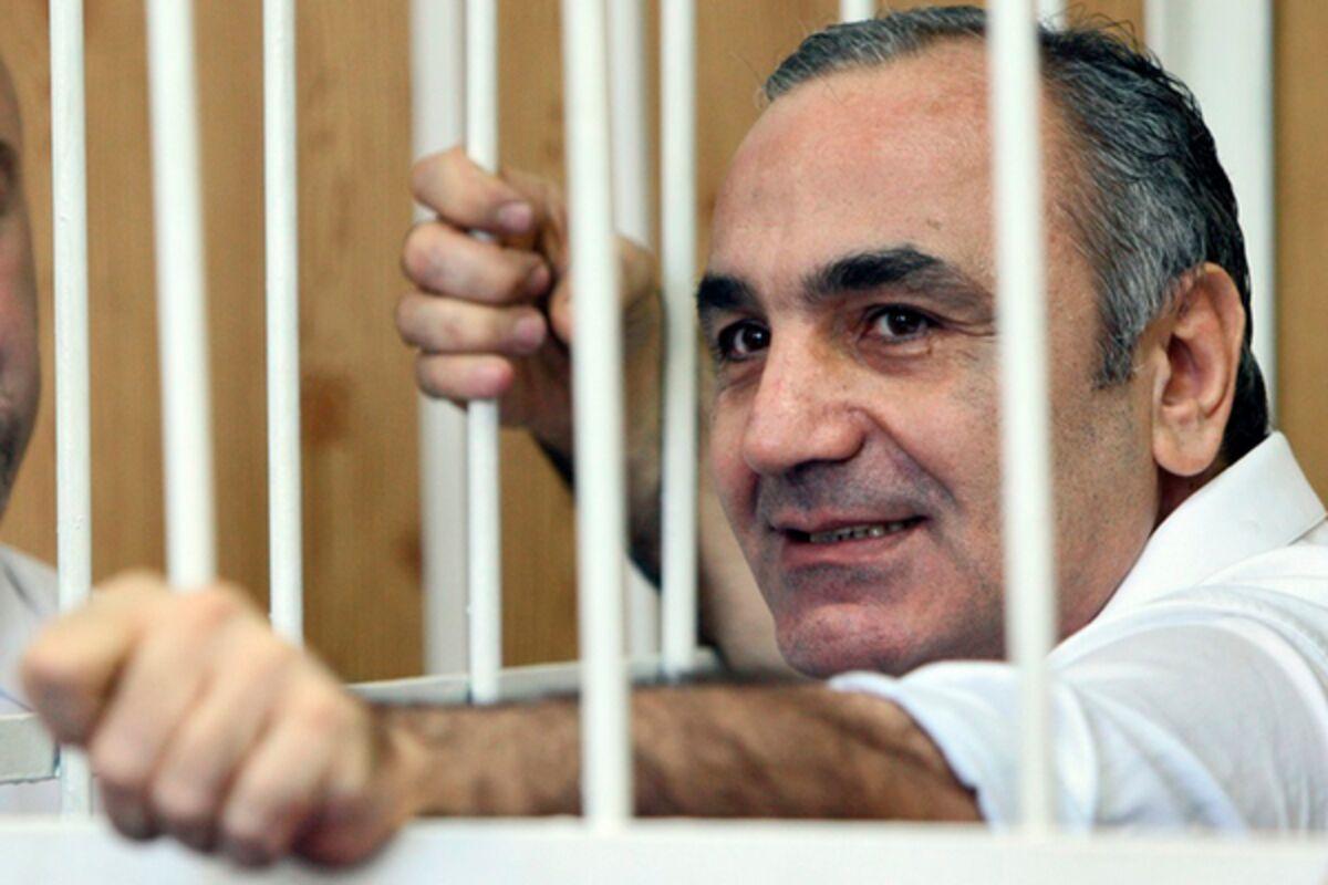 Он проиграл войну за криминальный трон России и отсидел 10 лет ...