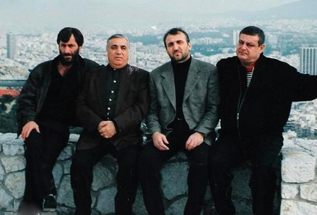 Аслан Усоян (Дед Хасан) — второй слева. 2000 год, Ереван