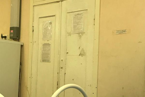Российским школьникам запретили снимать обрушение потолка и пригрозили штрафом