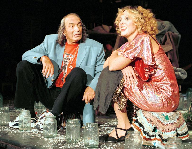 Славу Гафту создали не только роли в театре и кино, но и абсолютно феерическое, неповторимое чувство юмора. Его он реализовывал в многочисленных стихотворных эпиграммах, которые посвящал своим знакомым артистам, режиссерам и писателям и с большим успехом исполнял на капустниках и творческих вечерах. «Все знают Мишу Козакова — всегда отца, всегда вдовца. Начала много в нем мужского, но нет мужского в нем конца», — так, например, Гафт по-дружески съязвил о коллеге по ремеслу Михаиле Козакове.