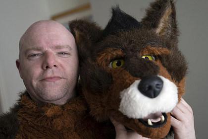 Британец передумал быть человеком и решил стать собакой