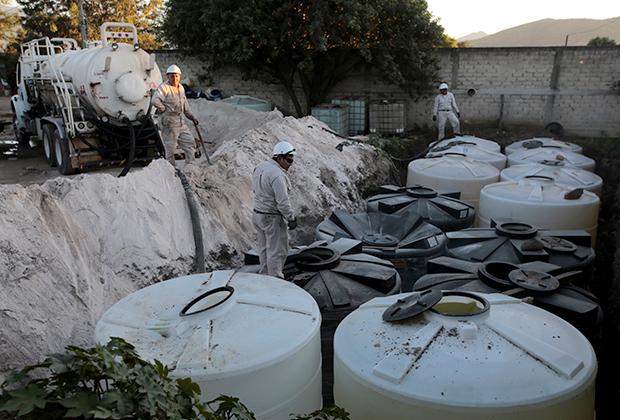 Украденное топливо в бочках. Штат Халиско, Мексика