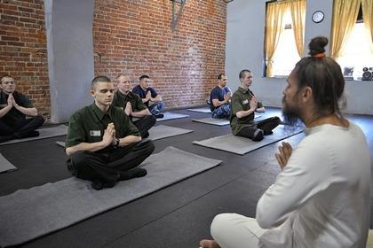 Во ФСИН порассуждали об однополой любви и пообещали вернуть йогу в СИЗО