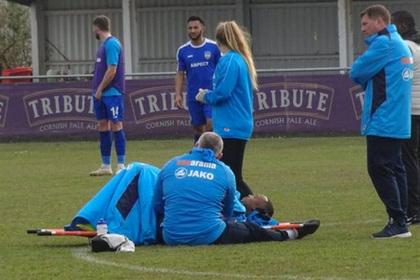 Травмированный футболист пролежал на поле несколько часов в ожидании скорой