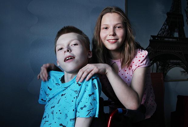 Матвей с сестрой