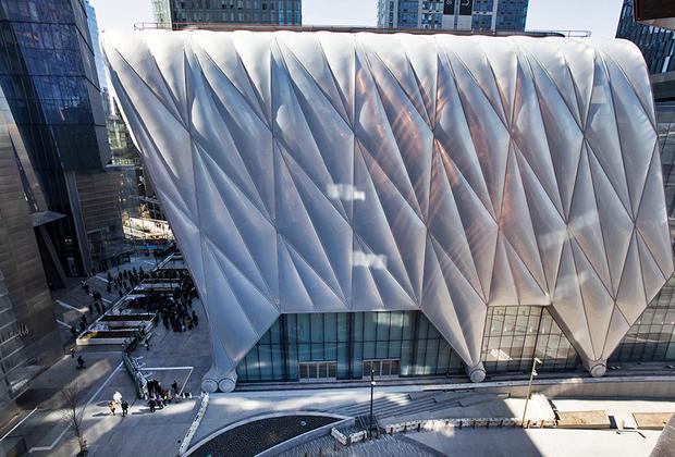 При взгляде на павильон The Shed с высоты Vessel видны «колеса», благодаря которым сдвижная стальная конструкция меняет свое местоположение.