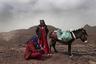 Умм Яссер —первая бедуинка, ставшая гидом, и ее соплеменница Солиман, играющая на флейте. Яссер стала для племени Хамада настоящей революционеркой. До нее бедуинки из племен, живущих на Синайском полуострове, практически никогда не работали за пределами дома и редко контактировали с людьми, не являющимися членами их семьи.