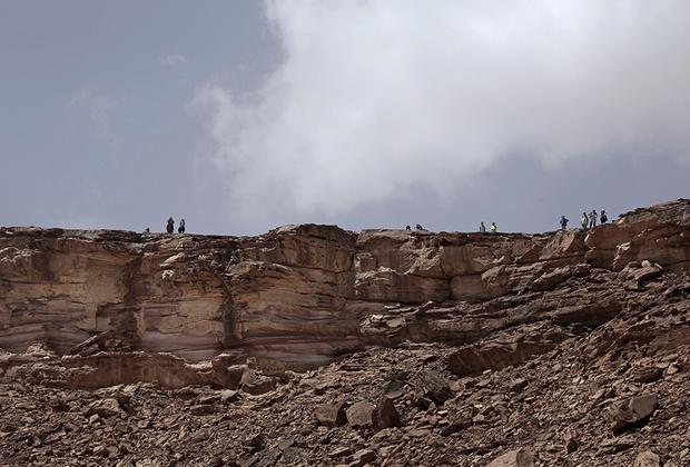 Фотографировать гидов можно, только когда их лицо полностью скрывает традиционный головной убор. Это правило. Кроме того, поход возможен только в дневное время, а его маршрут закольцован — каждую ночь бедуинки возвращаются в родное село Вади Саху.