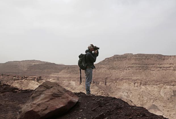 Одним из создателей проекта «Синайская тропа» стал британец Бен Хоффлер. Именно он придумал привлекать женщин к работе гидами. Чтобы уговорить на это бедуинов, ушло много времени и сил. Согласились только представительницы самого маленького и бедного племени Хамада.