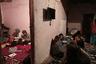 По вечерам туристки собираются в домах своих гидов за чашкой кофе, а те рассказывают им о своей жизни, быте, национальных традициях и обычаях. Многие бедуинские девочки вдохновлены примером Яссер и мечтают стать гидами, когда вырастут.