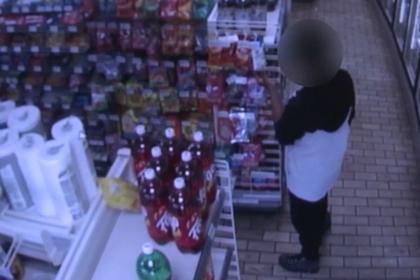 Голодный воришка разжалобил владельца магазина и избежал наказания