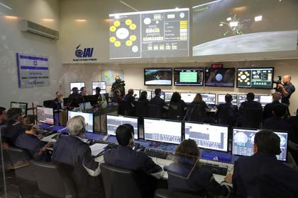 Израильский аппарат разбился при первой посадке на Луну