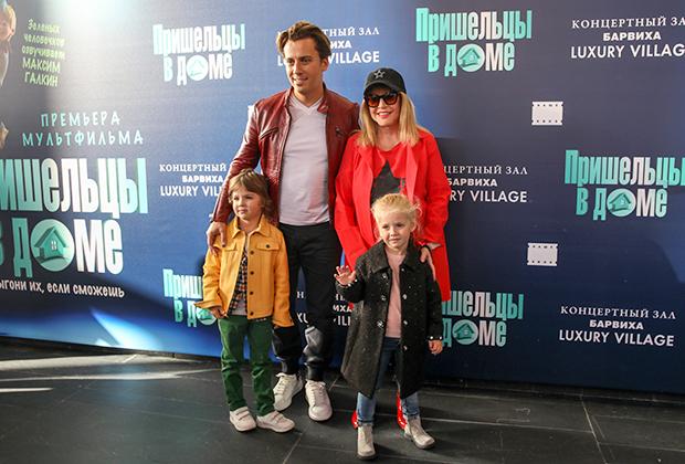 Певица Алла Пугачева, телеведущий Максим Галкин, их сын Гарри и дочь Елизавета на премьере мультфильма режиссера Кристофа Лауэнштайна «Пришельцы в доме» в концертном зале «Барвиха Luxury Village».