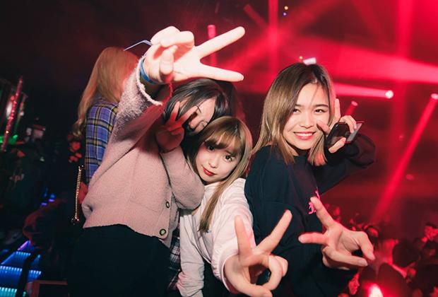 японка ночной клуб